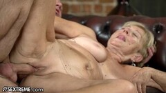 Sexy lesbians try out wet muff Thumb