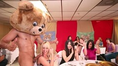 Kinky Bunch Of Horny Women Blow Strippers Thumb
