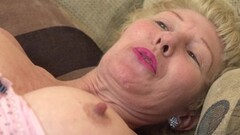 Webcam - Horny 47 year old MILF playing with dildo Thumb