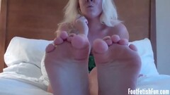 Controlling the vibrator to make stepmom cum Thumb