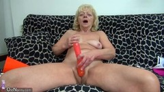 Mature blonde toys her pussy Thumb