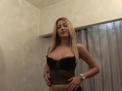 Blonde fills her tight pussy up Thumb