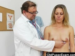 Smoking-hot blonde lady getting a gyno Thumb