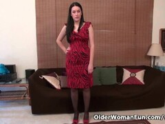 American milf Nyla plays with her nyloned pussy Thumb