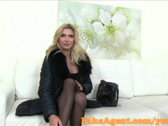 FakeAgent Horny mature babe in casting interview Thumb