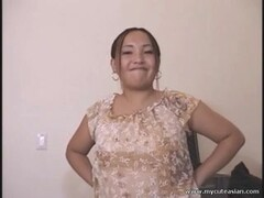 Chubby asian rookie housewife gives a spunky blowjob Thumb